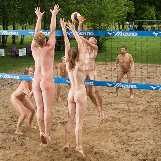 sports: nude volleybal